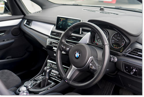 BMW218-05.jpg