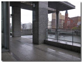 entrance01.jpg