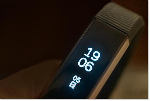フィットネスバンドFitbit Alta HR