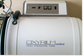 酸素カプセル内でバイオマット!